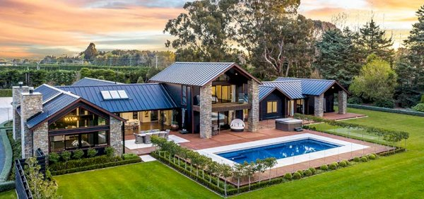 All Blacks coach luxury home reb